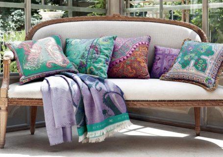 текстиль на диване, омоложение интерьера