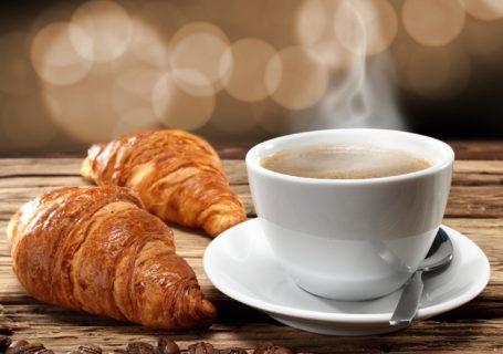 круасаны и кофе