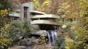Падающая вода, необычные дома