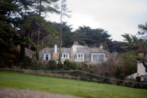 Бывший премьер-министр Великобритании купил себе дом вместо сарая