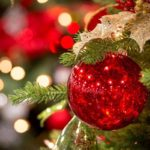 Как встретить Новый год в елочной игрушке