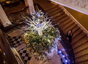 Перевернутое рождество или как Карл Лагерфельд украсил елку в Лондоне