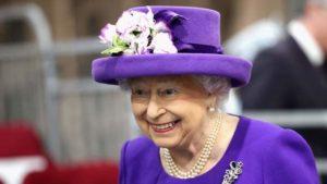елизавета королева в цвете года фиолетовом