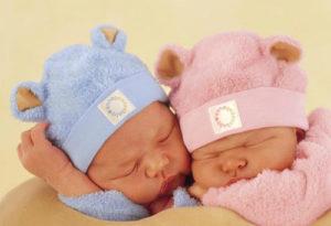 розовый для девочек, голубой - для мальчиков