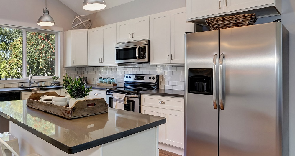 Какая техника на кухне необходима — холодильник