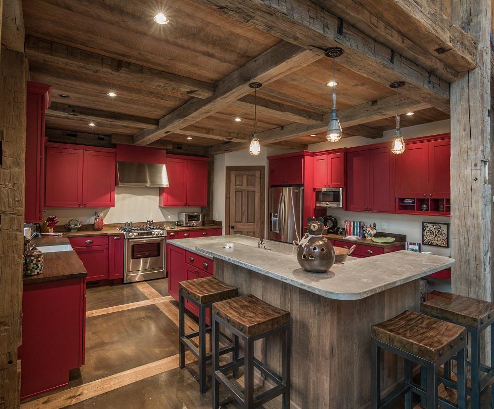 Красная кухня в стиле рустик