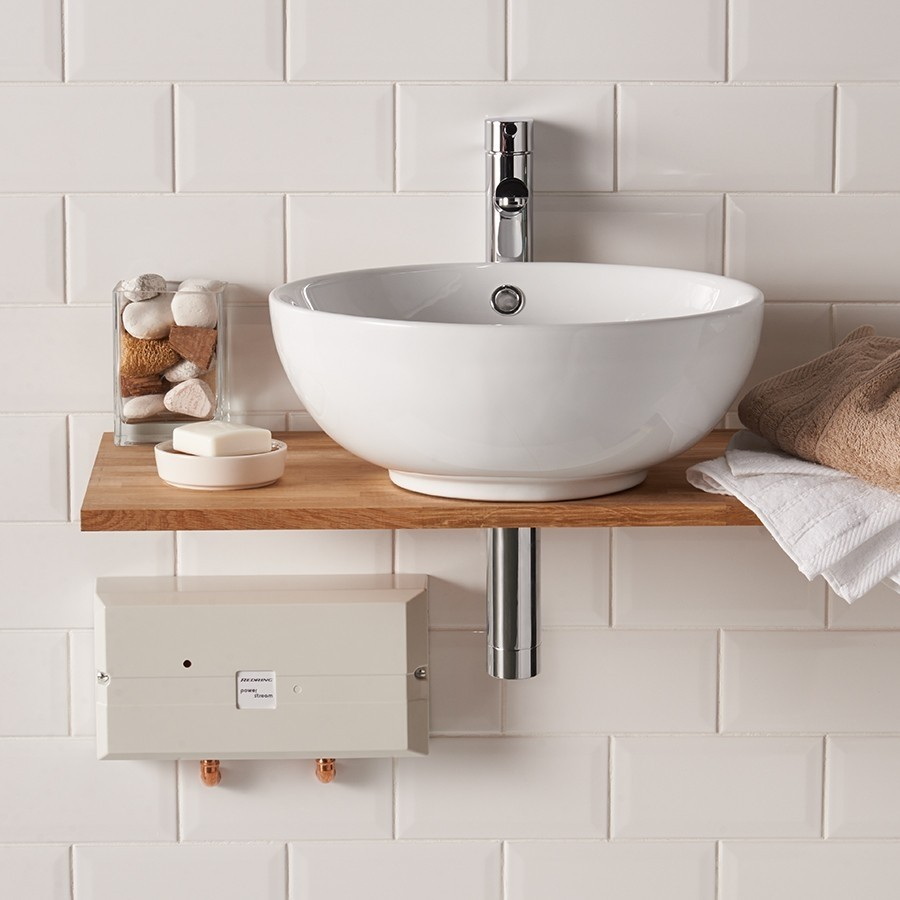 Проточный водонагреватель в ванной комнате