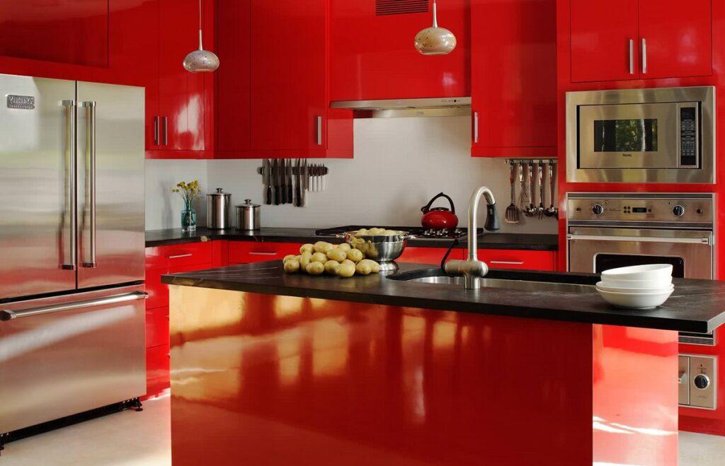 Красная кухня в стиле гламур