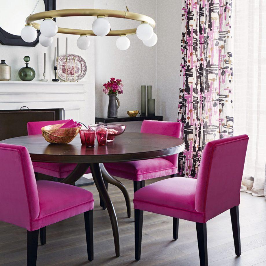 Интерьер столовой в розовых тонах