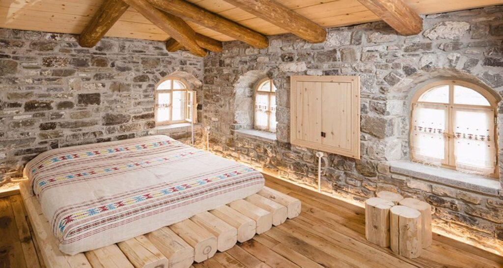 Оригинальная мебель в деревенском доме