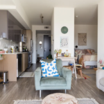Стильная эклектичная квартирка, которая научит грамотно декорировать маленькое пространство