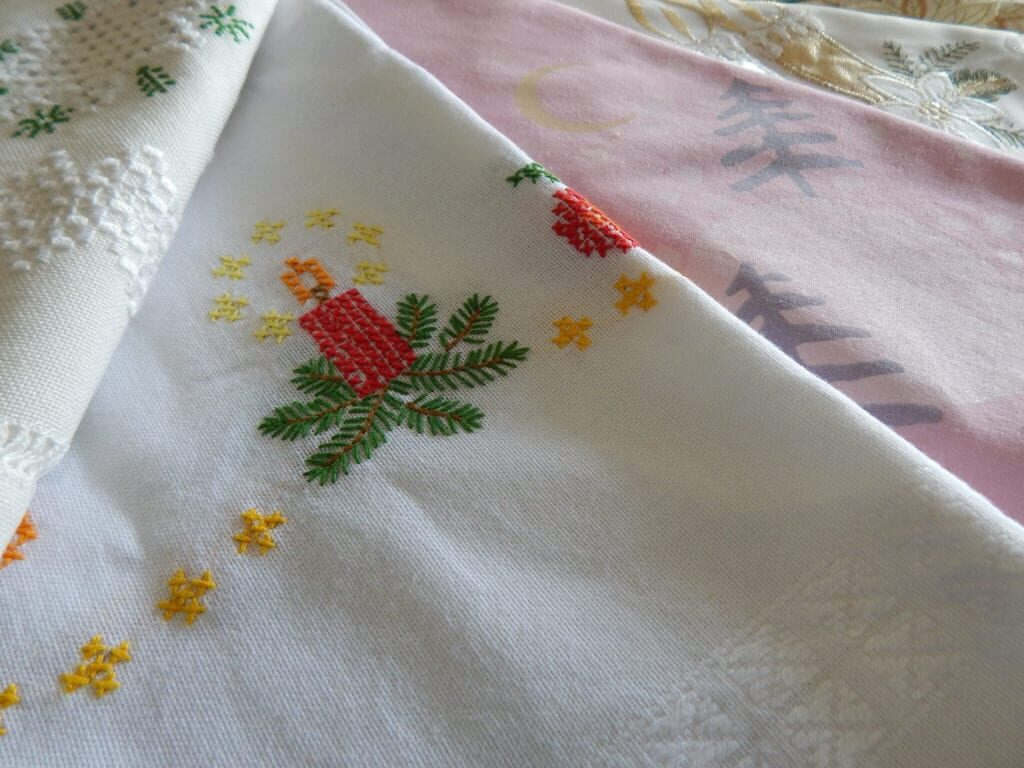 Новогодняя скатерть с вышивкой