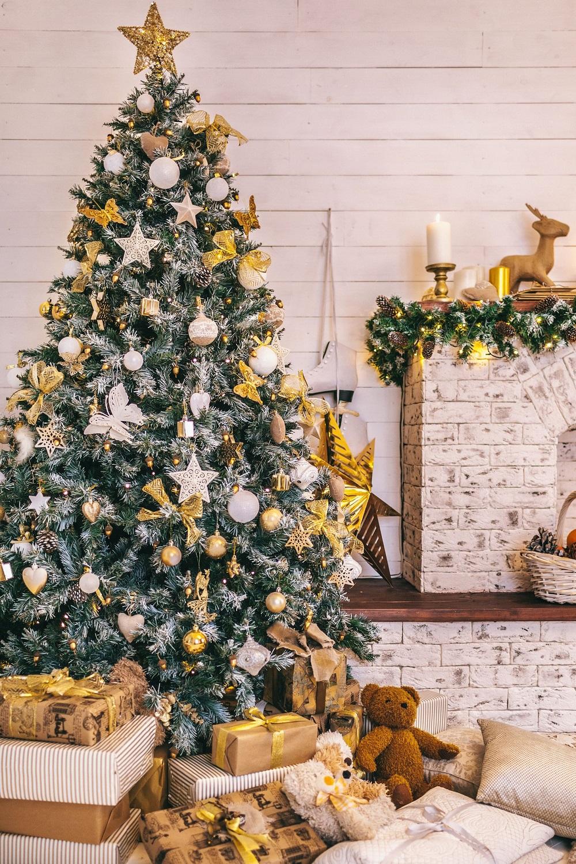 Большие звезды на новогодней елке