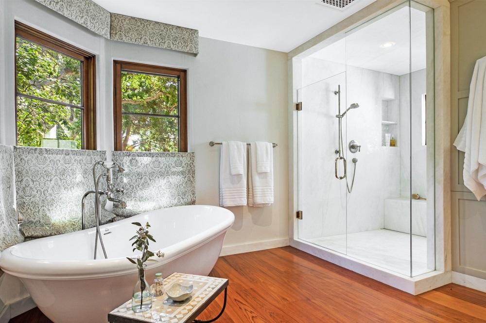Интерьер ванной комнаты старинного дома