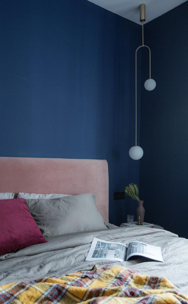Голубой цвет для спальни в стиле кубизм