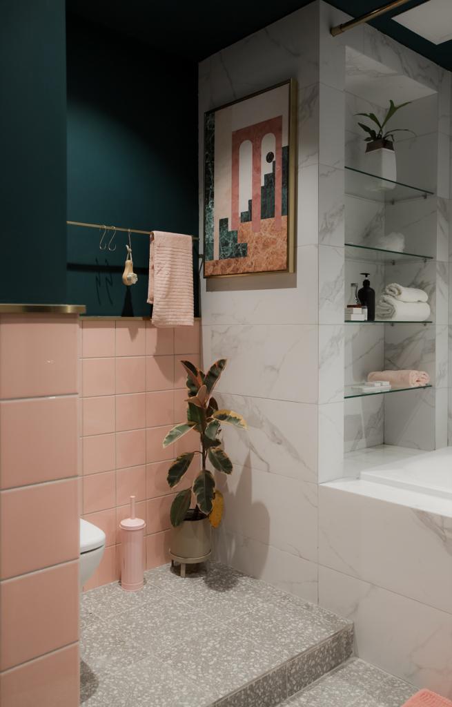 Мрамор и стекло в интерьере ванной комнаты