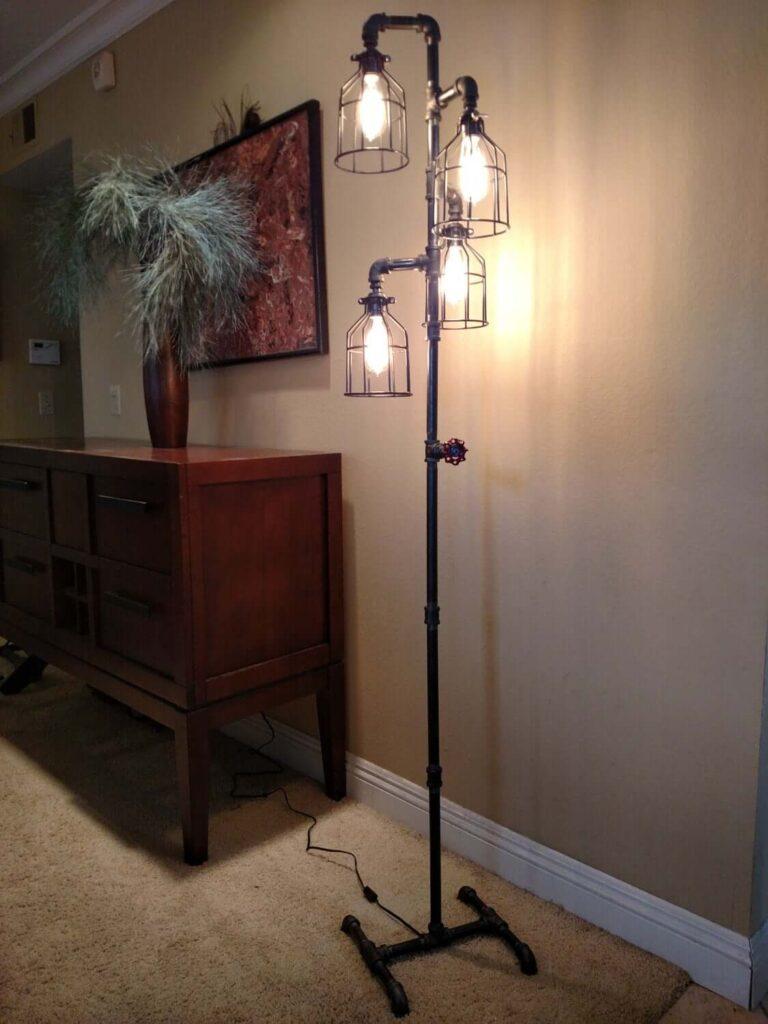 Напольная лампа  стиле индастриал