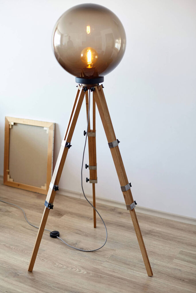 Необычная напольная лампа