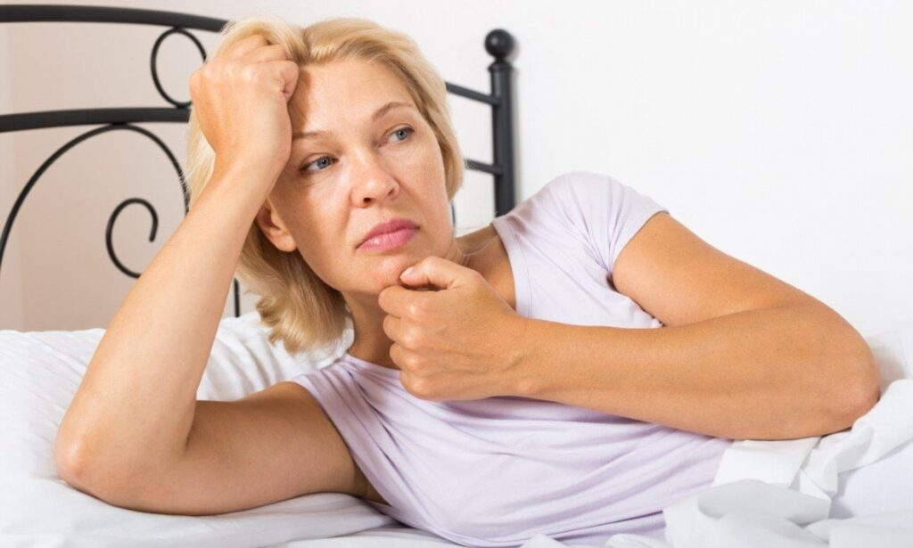 Как избавиться от желтых пятен на подушке