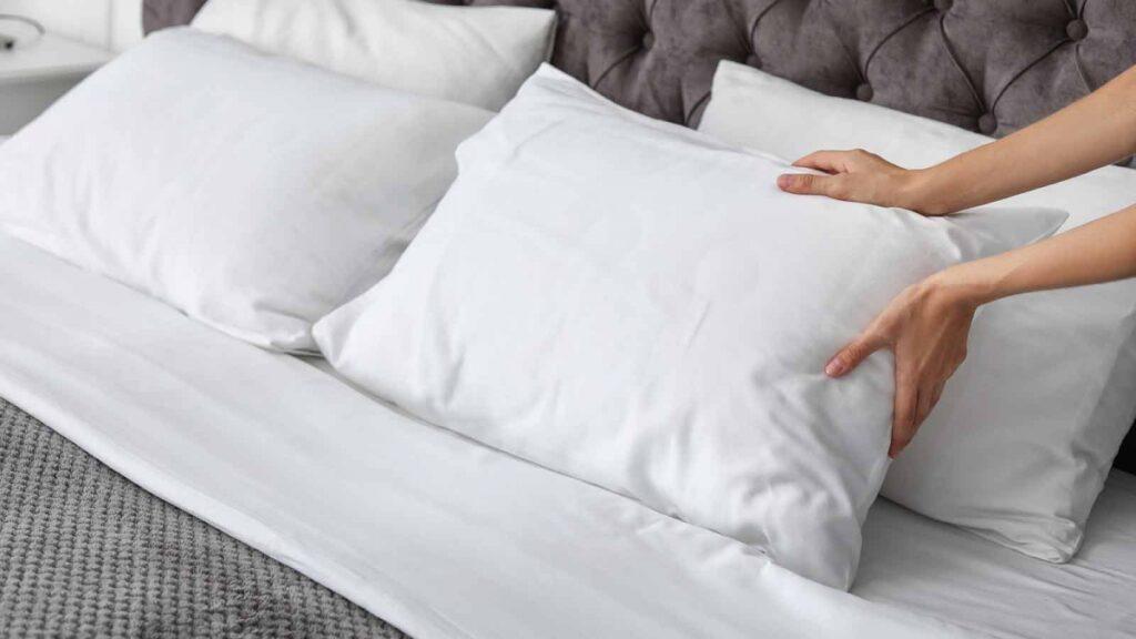 Как вернуть подушке прежнюю белизну