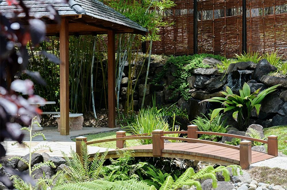 Беседка в японском саду