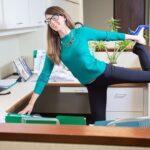 5 простых упражнений, которые помогут похудеть, даже если их делать на рабочем месте