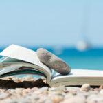 Что почитать в отпуске: 7 лучших бестселлеров на разный вкус