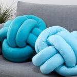 Мастер-класс: необычные диванные подушки своими руками из старых колготок или пледа