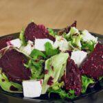 Если вам уже надоел винегрет. Какие вкусные салаты можно приготовить из свеклы?