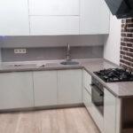Плюсы и минусы угловых кухонь. Примеры планировок в маленьких и больших помещениях