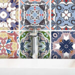 Как обновить старую плитку на кухне или в ванной