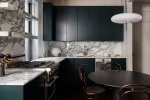 Тот случай, когда темные цвета в маленькой квартире выглядят потрясающе