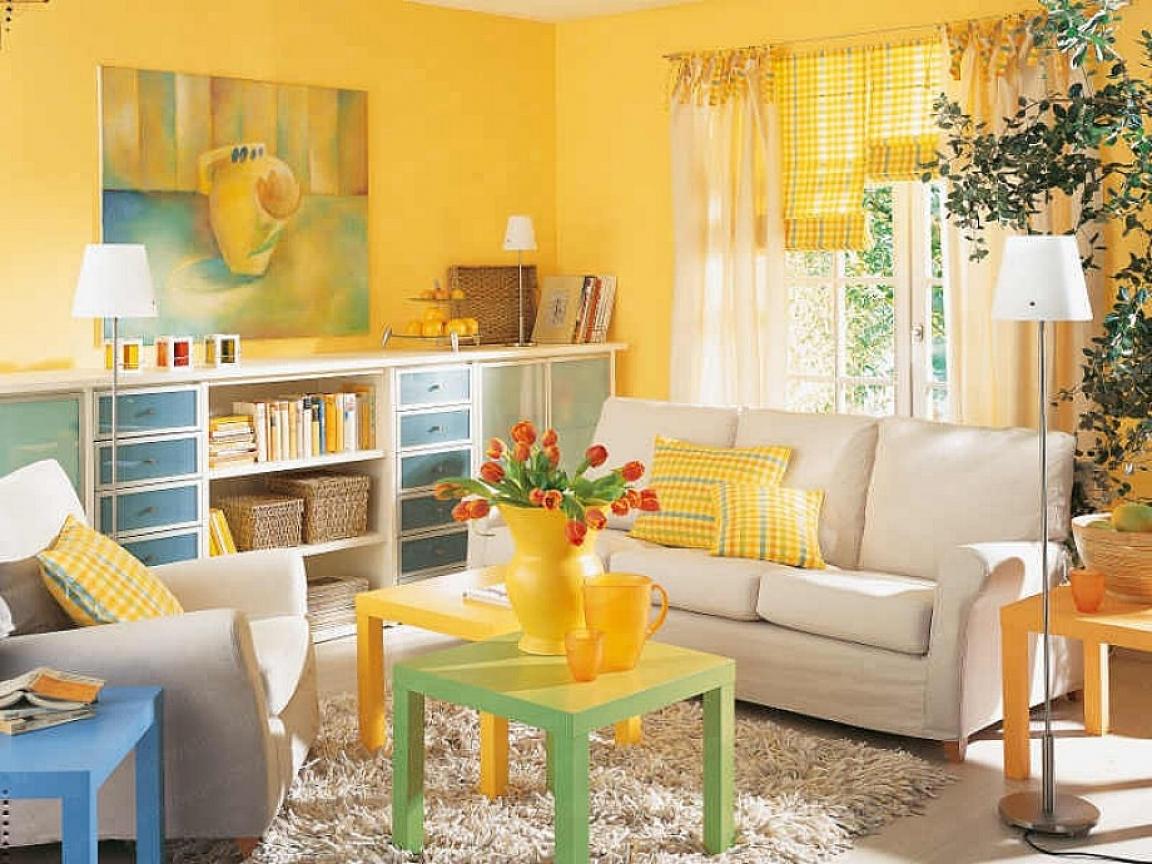 Фотографирование в комнате с желтыми стенами
