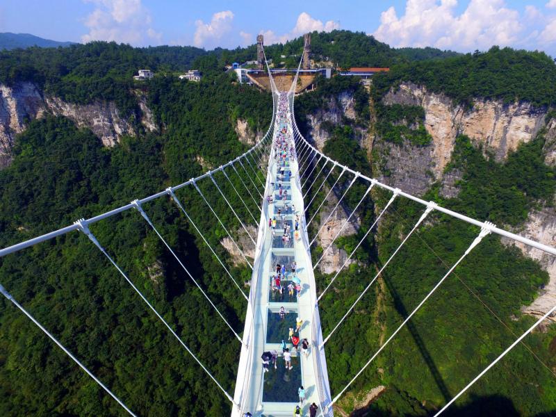 стеклянный мост «Чжанцзяцзе», Хунань, Китай — опасное сооружение для акрофобов
