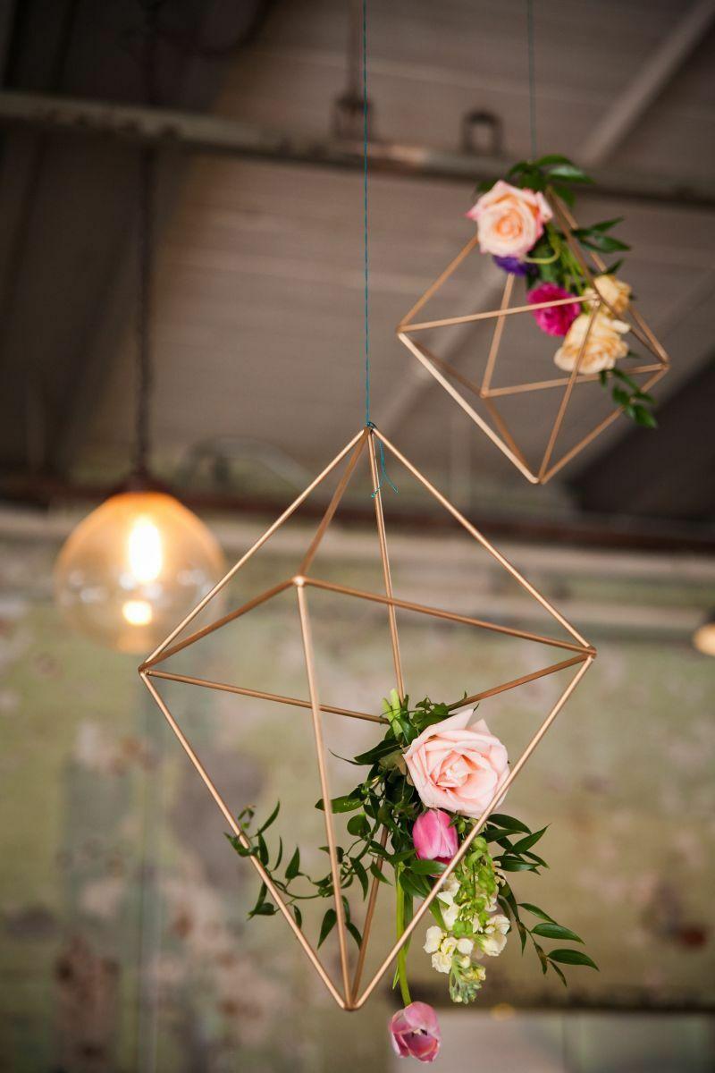 декоративные предметы в виде геометрических фигур