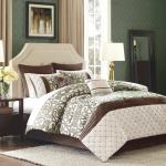 Уютная кровать: согреваемся во время февральской вьюги