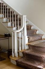 Выбираем ковер для лестницы