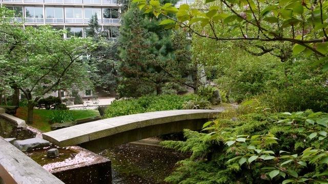 сад возле штаб-квартиры ЮНЕСКО, Париж