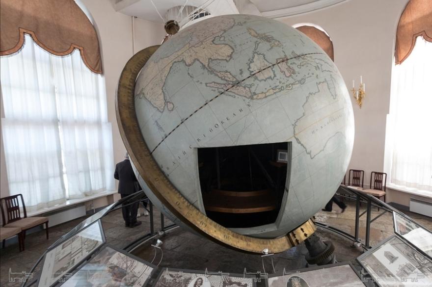 академический глобус в Круглом зале Кунсткамеры