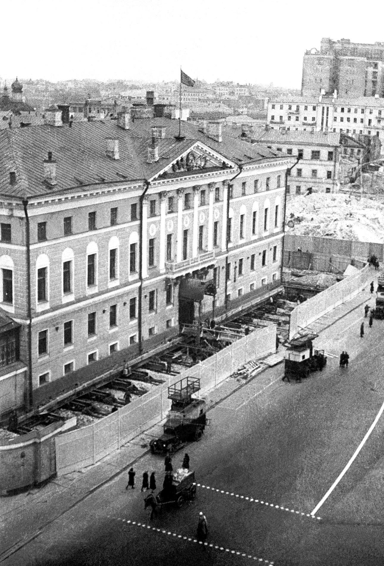 Реконструкция в Москве - перенос домов
