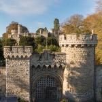 Есть люди, которые могут позволить себе жить в замке. Как у них там все устроено?