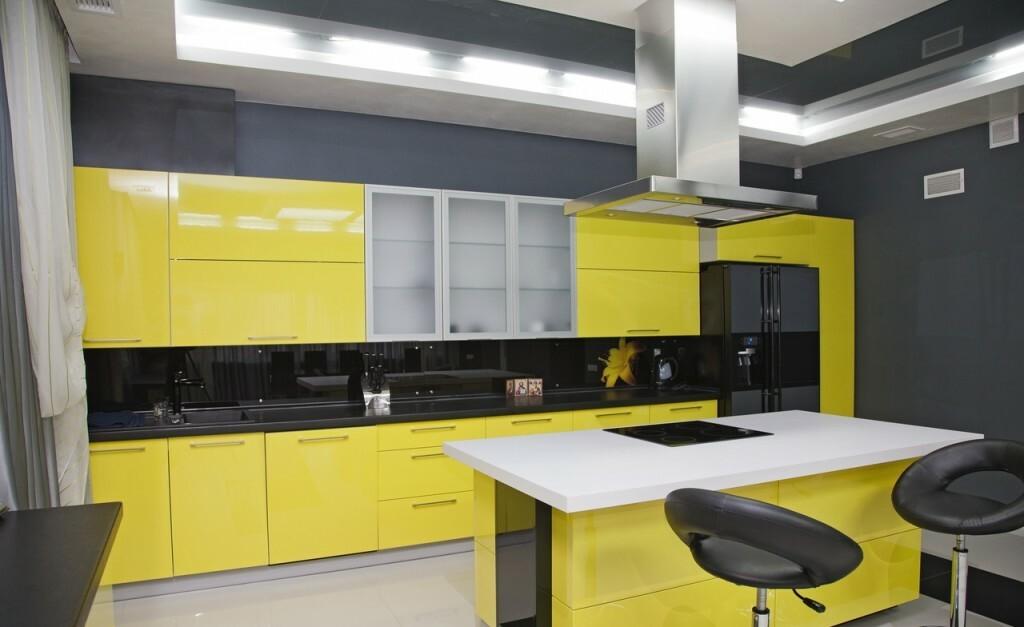 яркая кухня черный с желтым
