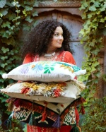 Подушки с бахромой — оригинальное и модное украшение дома