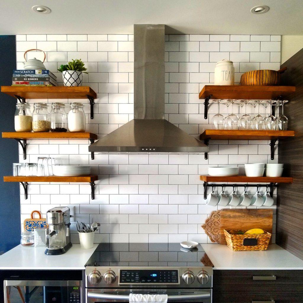 кухни с полками вместо навесных шкафов фото ряде заводов, участник