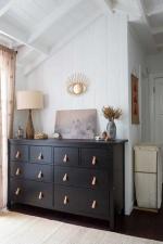 Организация хранения вещей в маленькой спальне: что и куда?