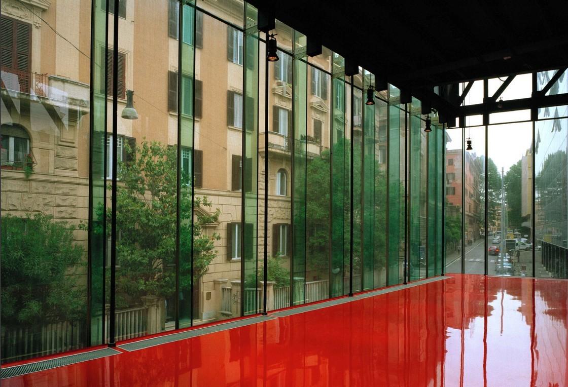 эталон современной архитектуры —  Музей современного искусства MACRO в Риме, архитектор — Одиль Декк