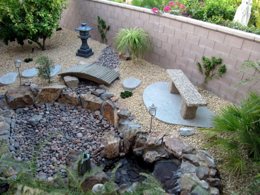 как оформление сада камнями фото этом радостном