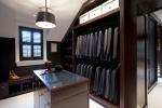 Нужна ли мужчине гардеробная комната?