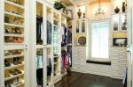 Удобная гардеробная комната как искусство хранить одежду и обувь