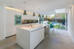 Оформляем дизайн белой кухни: 20 фото идей